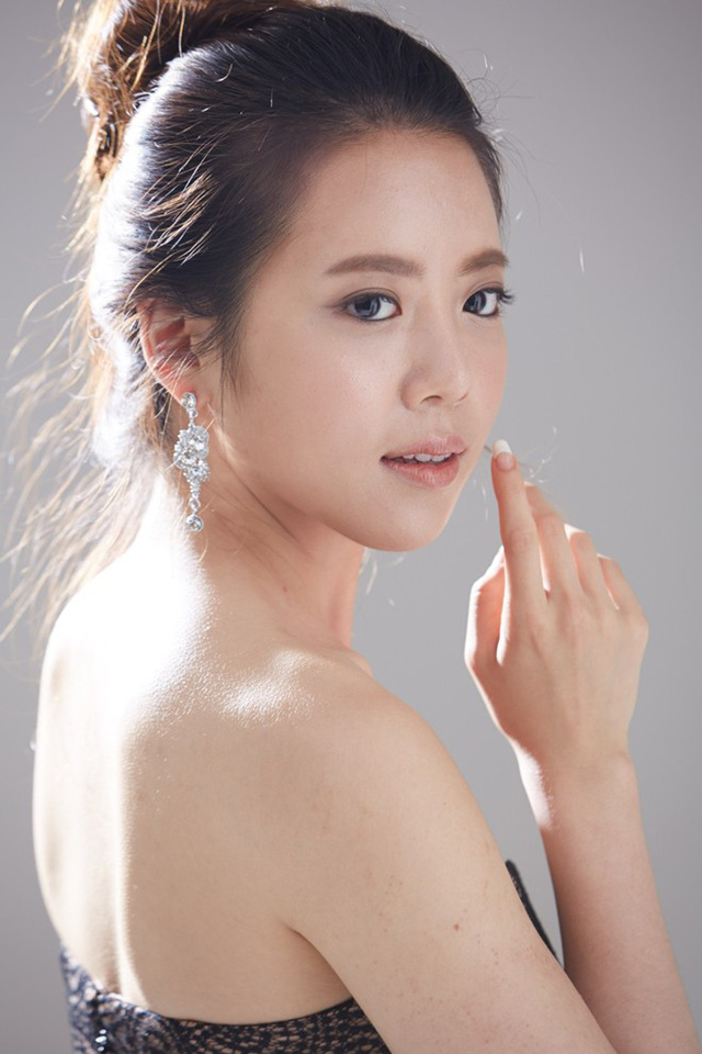 Nhan sắc đến từ Hàn Quốc làJung Eun-ju (22 tuổi). Trước khi trở về Seoul vào năm 18 tuổi, người đẹp từng có khoảng thời gian dài sống ở Brazil cùng gia đình. Hiện, cô là sinh viên chuyên ngành quản trị kinh doanh. Bên cạnh đó,Jung còn đam mê âm nhạc cổ điển, có thể chơi violin,cello và piano. Ảnh: Missosology