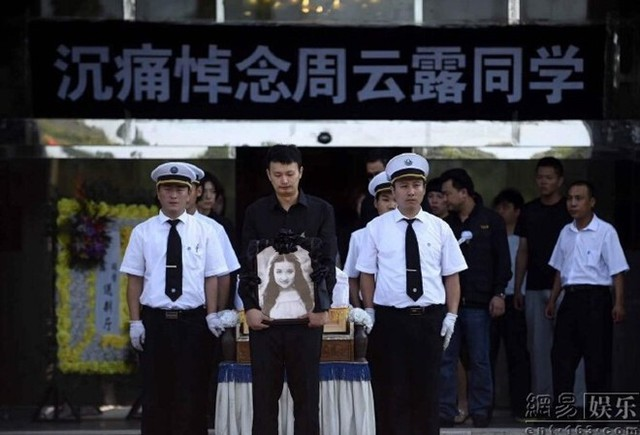 Sau gần 1 tháng qua đời, Châu Vân Lữ đã được yên nghỉ.