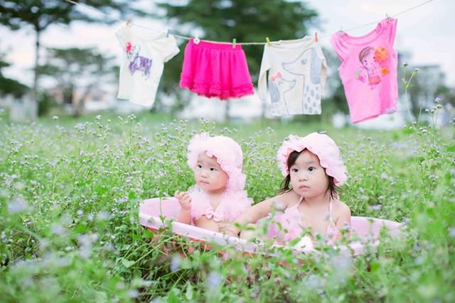 Cherry (Hải My) là con gái thứ 2 của Lý Hải - Minh Hà. Cô bé cũng vừa tròn 2 tuổi.Minh Hà kể, cả ba nhóc đều rất nghịch ngợm khiến cô và ông xã phải rất vất vả mới giữ bé ngồi yên để chụp hình.