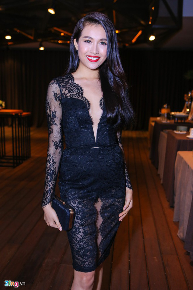 Người đẹp Lệ Hằng xây dựng phong cách gợi cảm sau khi giành ngôi vị Á hậu Hoàn vũ Việt Nam.