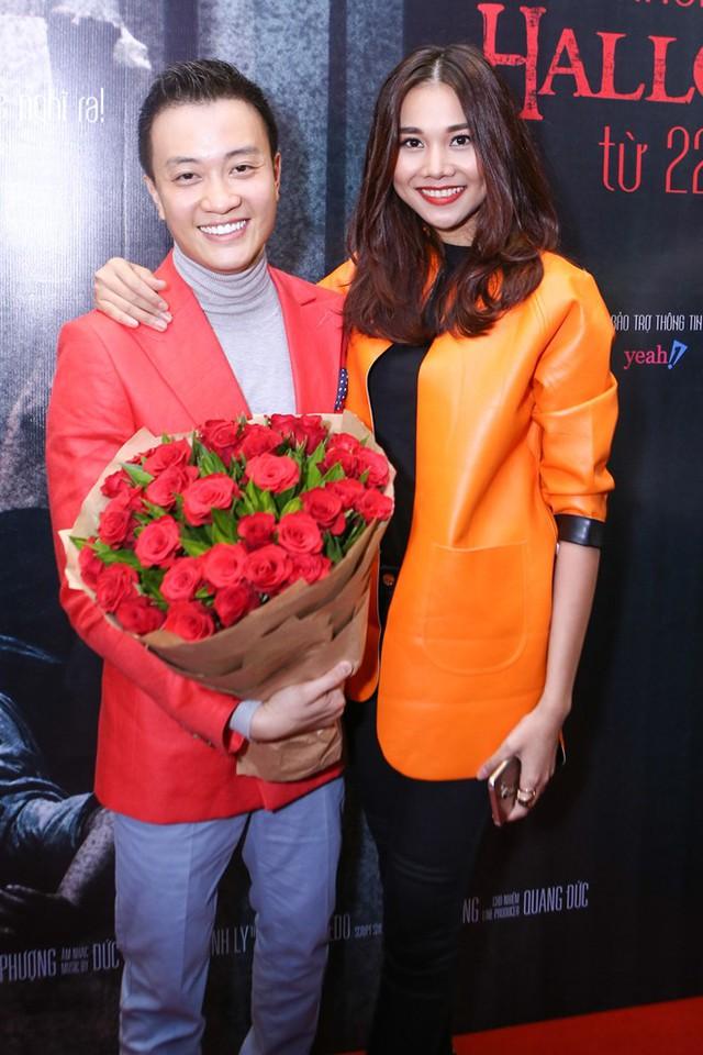 Người mẫu Thanh Hằng đến chúc mừng đoàn làm phim. Sự xuất hiện của giám khảo Vietnams Next Top Model khiến không khí buổi công chiếu thêm rộn ràng.