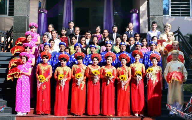 Đây là lần đầu tiên Liên đoàn Lao động TP Đà Nẵng tổ chức đám cưới tập thể cho các cặp vợ chồng là công nhân...