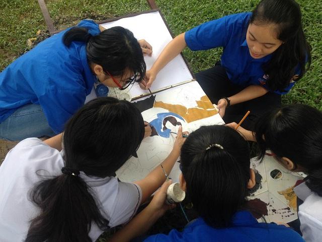 Đông đảo bạn trẻ tại Huế đã tham gia cuộc thi vẽ tranh này