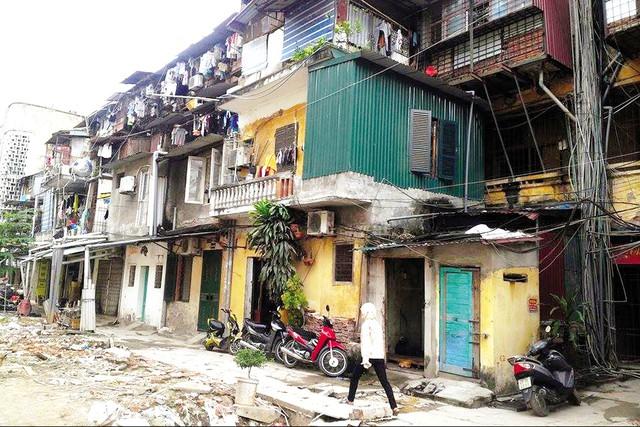 Thảm trạng của một trong những khu tập thể cũ tại Hà Nội.  Ảnh: H.P