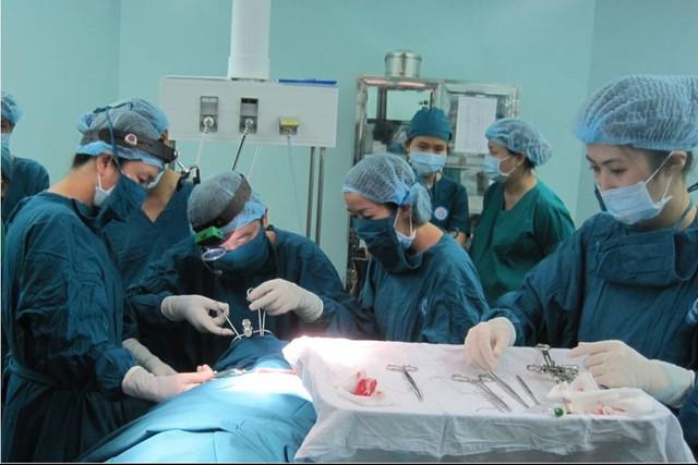 Các chuyên gia thuộc Bệnh viện Tai-Mũi-Họng trong một lần hỗ trợ tuyến dưới theo khuôn khổ Đề án 1816. Ảnh: P.V