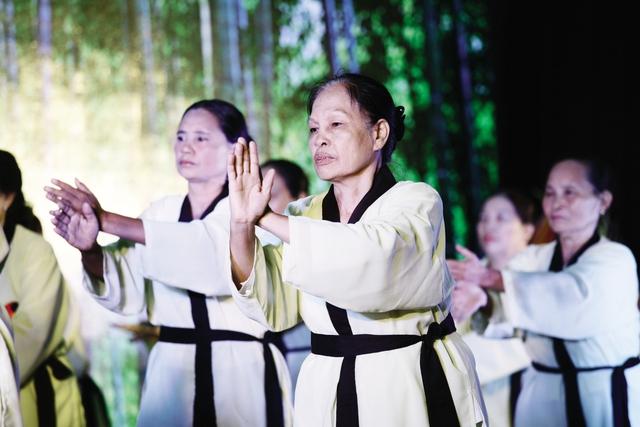 Màn biểu diễn Thái cực quyền của Hội Người cao tuổi tỉnh Thái Bình. Ảnh: Chí Cường