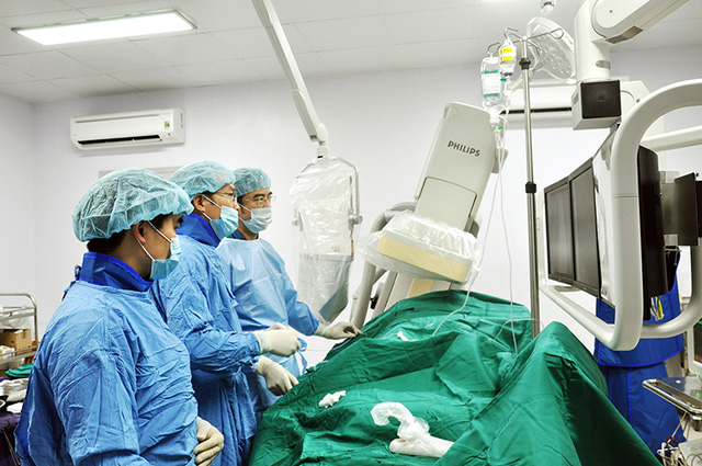 Bệnh viện Bãi Cháy, Quảng Ninh đã tiếp nhận thành công gói chuyển giao kỹ thuật tim mạch can thiệp từ Bệnh viện Tim Hà Nội. (Ảnh bệnh viện cung cấp).