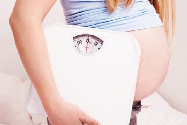 Trường hợp lỡ tăng cân quá nhiều, thai phụ nên hỏi ý kiến bác sĩ để được hướng dẫn cân bằng lại chế độ dinh dưỡng.Ảnh: T.L