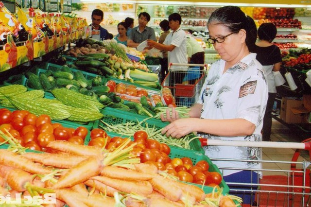"""Thực phẩm tươi sống đang là mặt hàng đi đầu trong việc tăng giá """"đón"""" lương. Ảnh: T.G"""