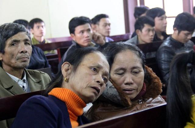 Người thân của các nạn nhân có mặt tại phiên tòa