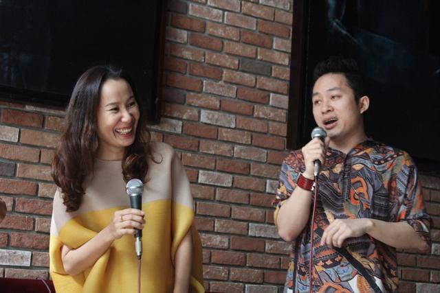 Giáng Son và Tùng Dương trong buổi giới thiệu album tại Hà Nội.