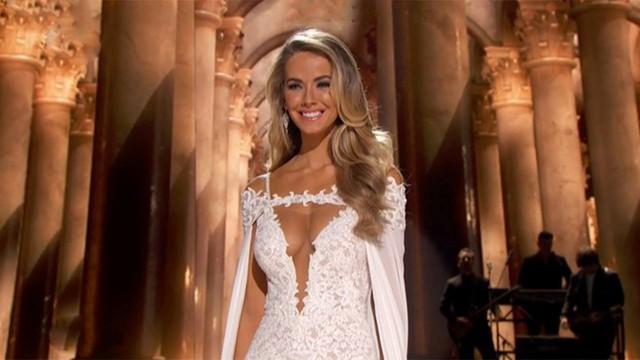 Hoa hậu chủ nhà Mỹ diện một thiết kế khá diêm dúa