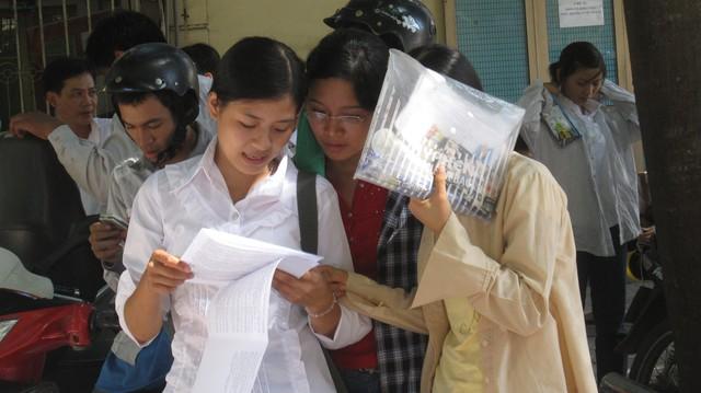 Theo PGS Cương, ngay từ khi có quyết định thi THPT Quốc gia, học sinh đã vô cùng căng thẳng.