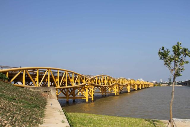 Cầu Nguyễn Văn Trỗi hiện nay. Ảnh Đ.H
