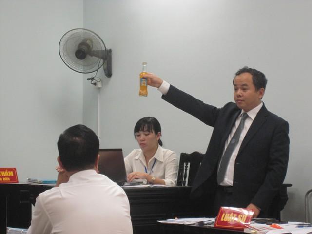 Coca Cola Việt Nam bị kiện vì chai cam ép chưa dị vật.