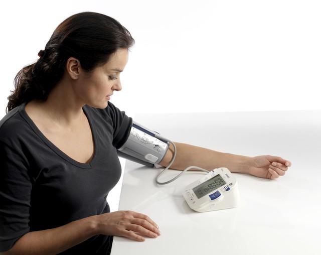 Kiểm soát huyết áp hàng ngày giúp người bệnh chủ động phòng ngừa bệnh tăng huyết áp