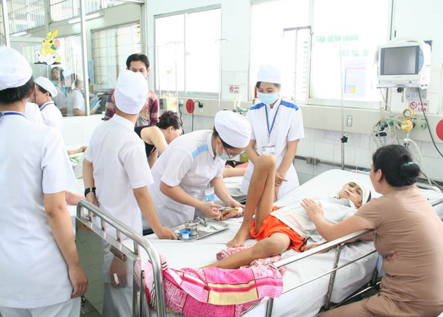 Số ca bệnh truyền nhiễm do vi rút, vi khuẩn ở BV Nhi Đồng 1 ngày càng tăng