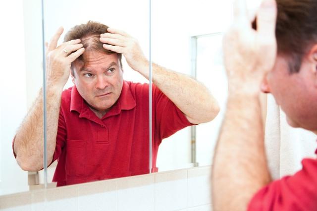 Phân tử Equol tiết ra từ đường ruột khi ăn thực phẩm đậu nành giúp trị chứng rụng tóc, hói đầu.