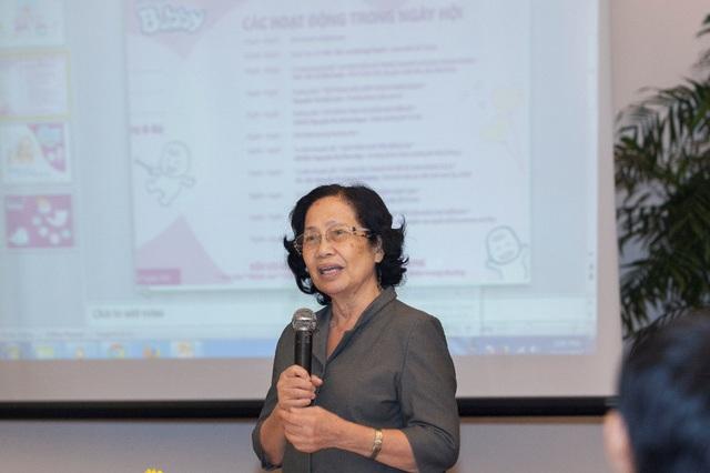 GS-BS NguyễnThị Ngọc Phượng giải thích về chăm sóc trẻ sơ sinh đúng cách