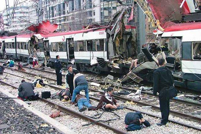 Tang thương bao trùm Madrid sau vụ nổ.