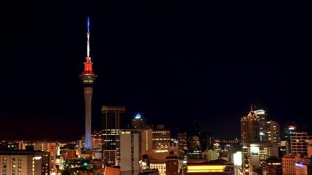Tháp Sky Tower ở thủ đô Auckland, New Zealand đêm 13/11.