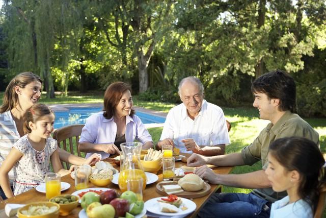 Người mắc bệnh gút cần có chế độ ăn uống khoa học