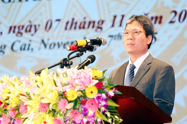 Đồng chí Nguyễn Cao Lục, Phó Chủ nhiệm Văn phòng Chính phủ công bố Quyết định của Thủ tướng Chính phủ. Ảnh Báo Quảng Ninh