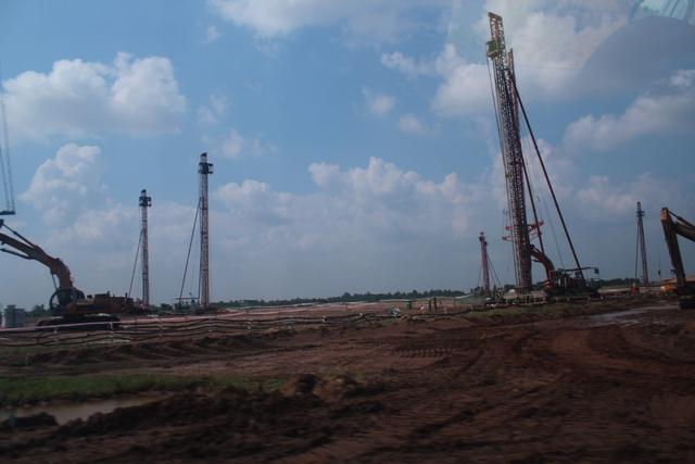 Nhiều hạng mục được thi công trong dự án nhiệt điện sông Hậu 1