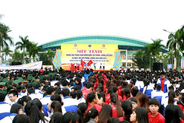 Lễ mít tinh hưởng ứng Tháng Hành động Quốc gia phòng, chống HIV/AIDS có sự tham gia đông đảo của học sinh, sinh viên và quần chúng nhân dân