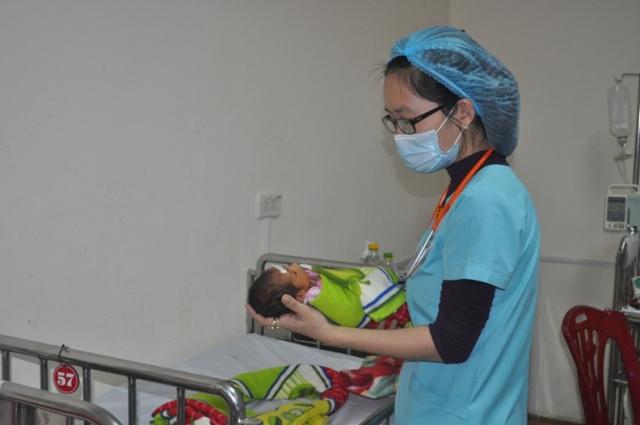 Mỗi đứa trẻ ra đời có cả nước mắt và nụ cười của y bác sỹ