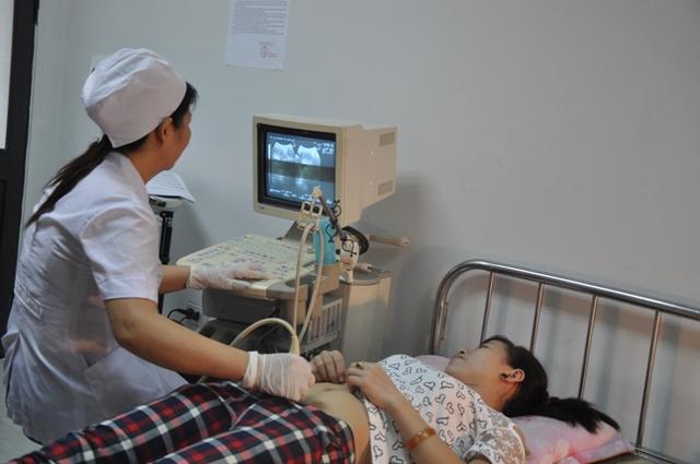Việc khám sàng lọc trước sinh vô cùng quan trọng nhằm phát hiện và can thiệp sớm đối với các dị tật của thai nhi