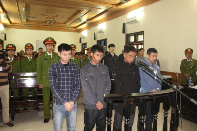 Bốn bị cáo tại tòa