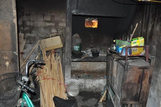 Bếp lửa quạnh hiu đang chờ người mẹ về