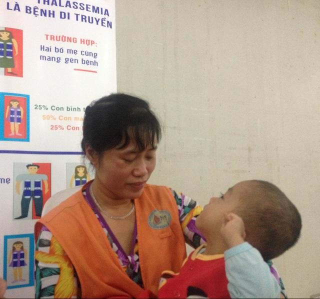 Chị Đ.T.L chia sẻ, dù còn nhiều khó khăn, nhưng chị quyết cùng con đương đầu với bệnh thalassemia