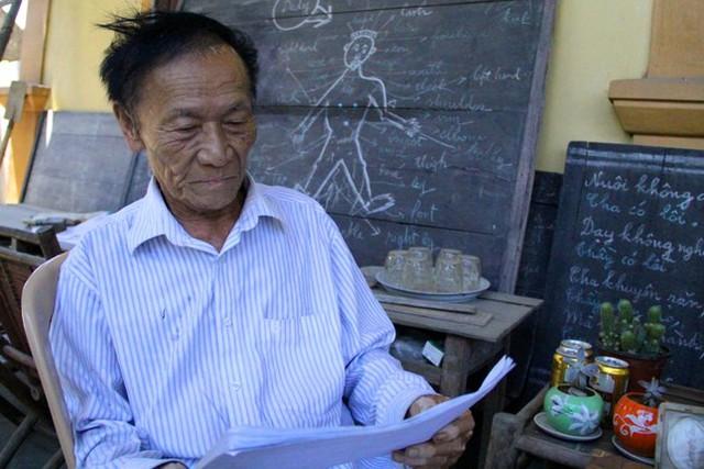 Là một thầy giáo chuyên Toán nhưng thầy Am lại khuyến khích học sinh học thêm tiếng Anh.