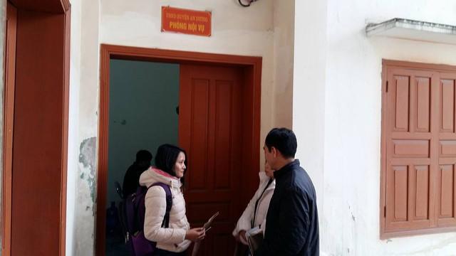 Cán bộ nội vụ huyện An Dương được cho là đã từ chối tiếp nhận hồ sơ của các ứng viên.