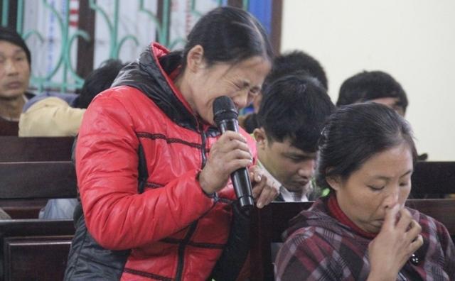 Chị Minh xin tòa giảm án cho các bị cáo trong tiếng nấc nghẹn
