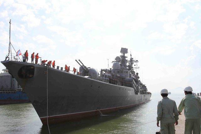 13h15 ngày 6/1, tàu khu trục Bystryi (số hiệu 715) cập cảng Tiên Sa (Đà Nẵng), còn hai tàu chở dầu cỡ lớn Boris Butoma và tàu kéo cứu hộ Altau ở ngoài Vịnh Đà Nẵng.