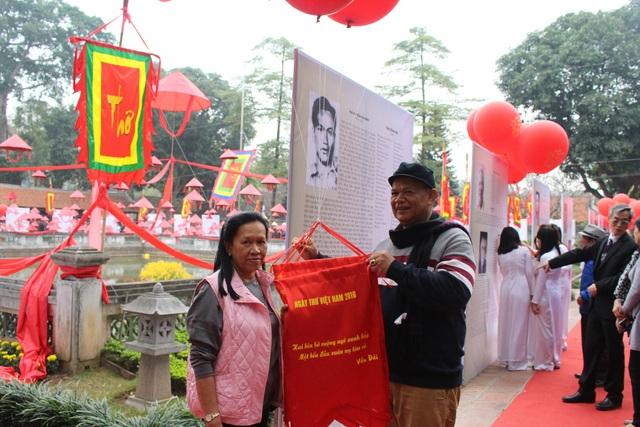 Những độc giả đến từ Thái Lan cũng quan tâm đến ngày hội thơ Việt Nam.