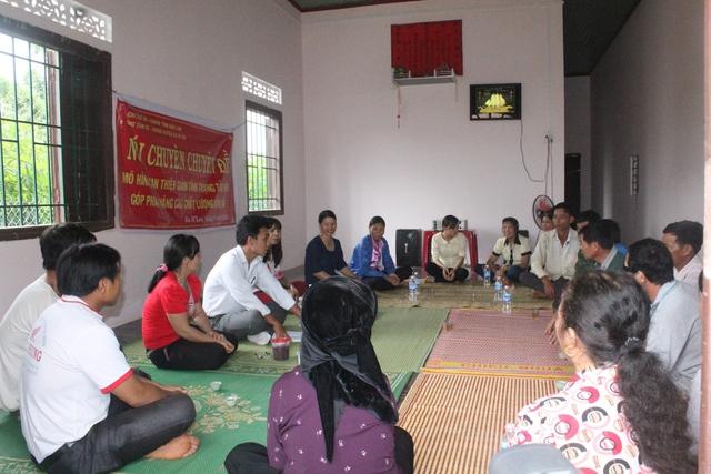 Nói chuyện chuyên đề về Mô hình can thiệp giảm tình trạng tảo hôn và hôn nhân cận huyết thống tại Đắk Lắk. Ảnh Võ Thảo