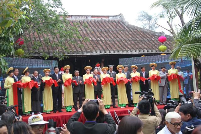 Trong hai ngày 28 và 29/3, Làng lụa Hội An (Quảng Nam) đã tổ chức Festival Văn hóa Tơ lụa Việt Nam-Châu Á với sự tham gia của đại diện 9 quốc gia trên thế giới. Lần đầu tiên, một festival văn hóa dành riêng khai thác những giá trị văn hóa truyền thống của lụa Việt hòa quyện với sự phát triển của lụa tơ tằm châu Á.