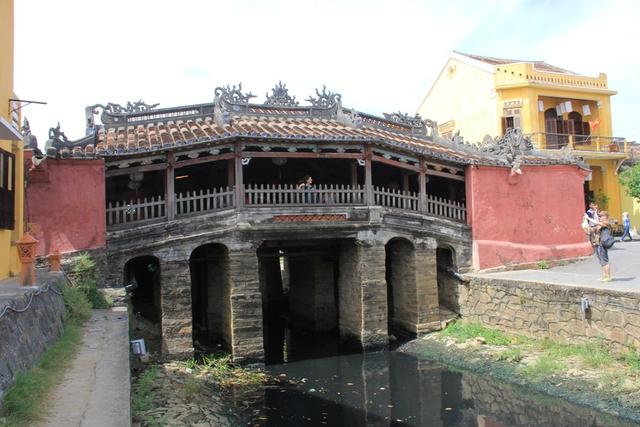 Theo những thư tịch cổ thì chùa Cầu được người Nhật xây dựng vào những năm đầu thế kỷ XVII. Hiện nay, ở Hội An còn một cây cầu cổ duy nhất, dân gian gọi là chùa Cầu
