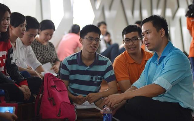 Tiến sĩ Phan Minh Liêm (bên phải). Ảnh: VietNamNet.