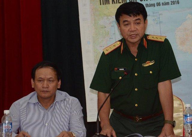 Thượng tướng Võ Văn Tuấn phát biểu tại buổi họp.