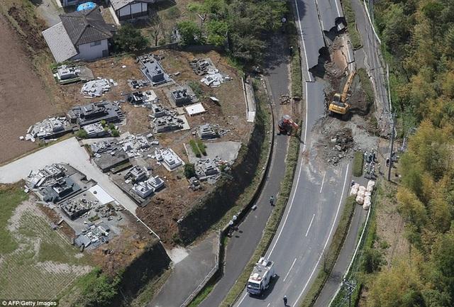 Chỉ trong vòng 24 tiếng, Nhật Bản đã phải hứng chịu 2 trận động đất liên tiếp với cường độ 6,4 và 7,3 độ Richter.