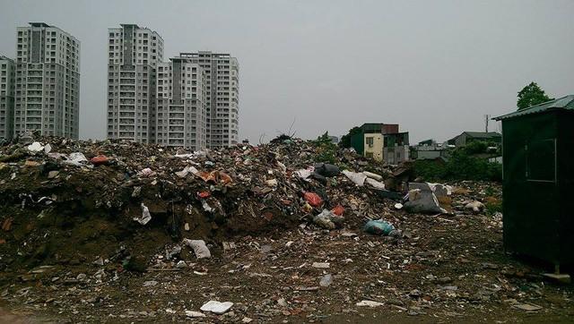 Tuy nhiên, nguyên nhân chính là do vào những buổi đêm những chiếc xe ô tô tải chở đất, đá, rác thải ở đâu đó đến đây đổ trộm.