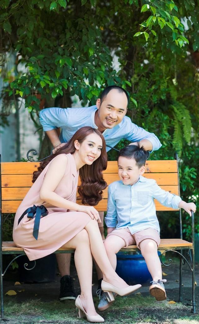 Gia đình hạnh phúc của Tiến Luật và Thu Trang. Ảnh: NVCC