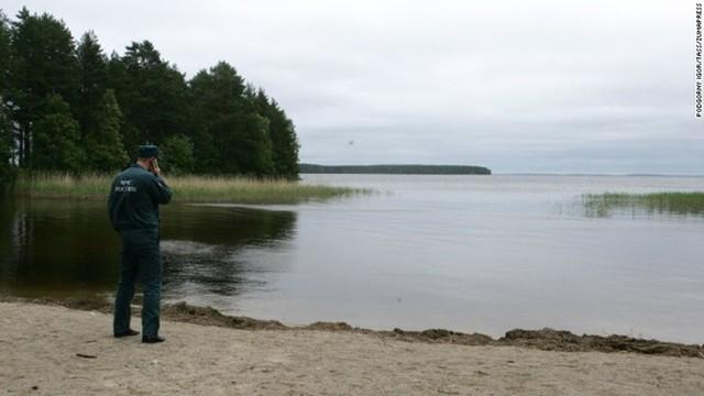 Hồ Syamozero, nơi xảy ra vụ chìm tàu làm 13 trẻ em và 1 người lớn thiệt mạng. Ảnh: TASS