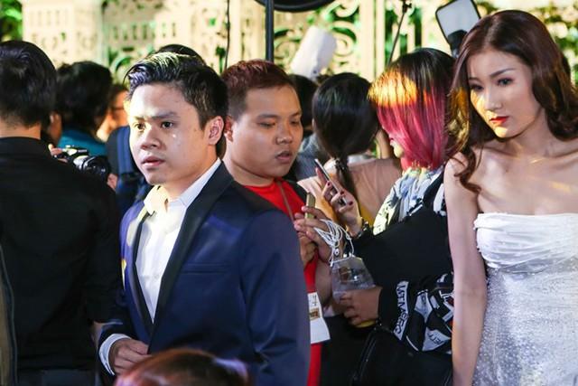 Dù làm công việc kinh doanh nhưng Phan Thành có nhiều mối quan hệ thân thiết trong giới showbiz. Tối 25/4, trong một sự kiện tại TPHCM, thiếu gia Phan Thành - bạn trai cũ của Midu xuất hiện cùng môt người đẹp lạ mặt.