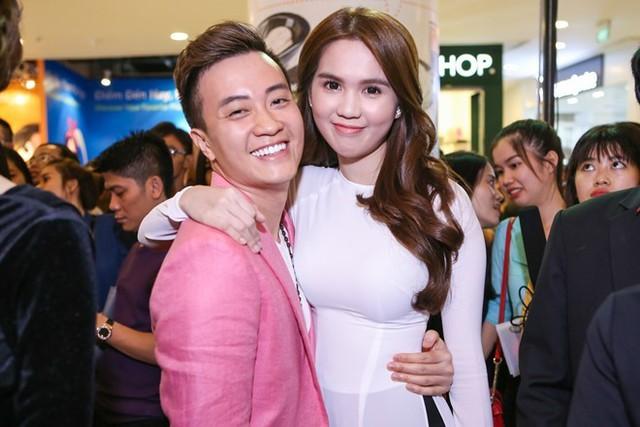 Nam diễn viên và Ngọc Trinh trong ngày ra mắt phim 4/4, tại TP HCM. Ảnh: Nguyễn Thành